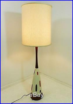 Mid Century Modern Ceramic Walnut Abstract Design Danish Style Table Lamp vtg
