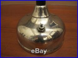 Vintage Coleman Quick lite white gas table lamp In working and good condition